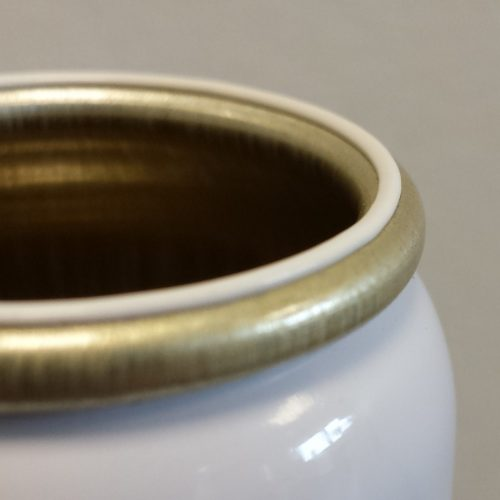 White gasket on can